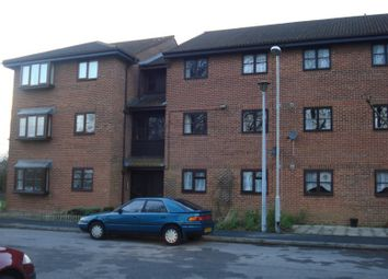 2 bed flat to rent in Honeywood Close, Portsmouth PO3