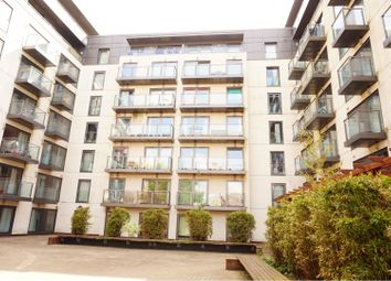 26 High Street, Slough SL1. 2 bed flat for sale