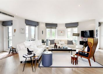 Thumbnail 3 bedroom flat to rent in Doulton House, Park Street, London