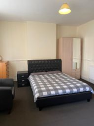 Thumbnail Room to rent in Lodge Road, West Bromwich