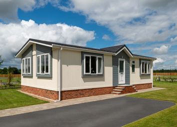 2 bed mobile/park home for sale in Eastern Green Park Two, Eastern Green, Penzance TR18