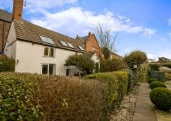 2 bed terraced house to rent in Bailgate, Lincoln, Lincolnshire LN1