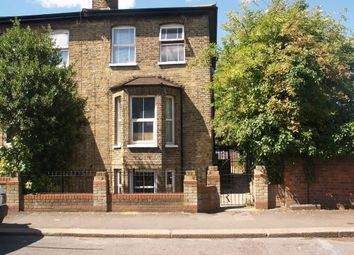 Thumbnail Studio to rent in East Avenue, London