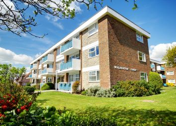 Thumbnail 2 bedroom flat to rent in Latimer Road, Worthing