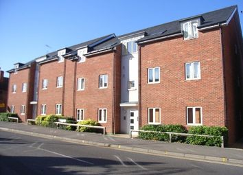 Thumbnail 1 bed flat to rent in Hieatt Close, Mount Pleasant, Reading