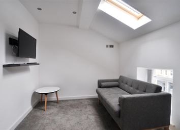Thumbnail 1 bed flat to rent in Northgate, City Centre, Bradford