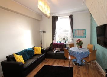 5 bed flat to rent in Flat 3, 6 Winstanley Terrace, Hyde Park LS6