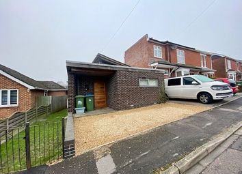 2 bed bungalow to rent in Pinegrove Road, Southampton SO19
