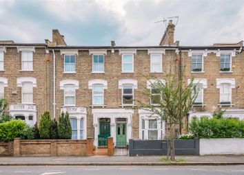 Victoria Road, London N4. 2 bed flat for sale