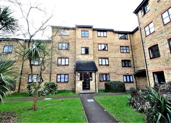 Thumbnail 1 bedroom flat to rent in Crest Avenue, Grays