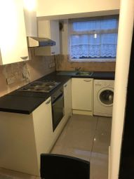 2 bed flat to rent in Wightman Road, Haringey, London N4