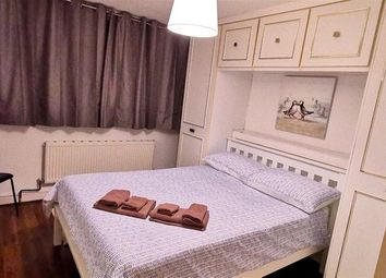 Thumbnail Room to rent in Clearbrook Way, London