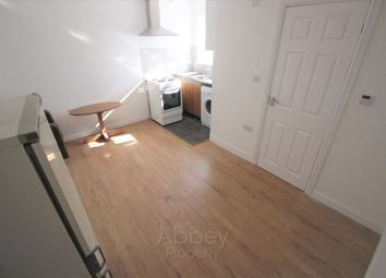 Thumbnail 1 bedroom flat to rent in Chequer Street, Luton