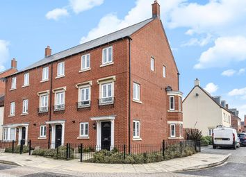 Thumbnail 4 bed town house to rent in Kingsmere, Bicester