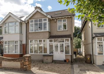 3 bed flat to rent in Somerset Avenue, London SW20