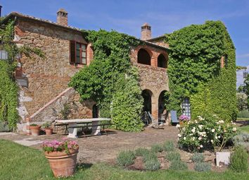 Thumbnail Hotel/guest house for sale in Via Del B&B, Torrita di Siena, Tuscany, Italy
