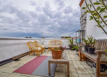 Westminster Drive, Westcliff-On-Sea, Essex SS0. 2 bed flat