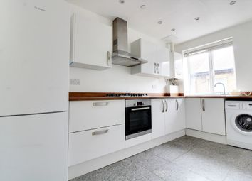 2 bed flat to rent in Richmond Avenue, Southend-On-Sea SS1