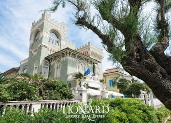 Thumbnail Hotel/guest house for sale in Livorno, Livorno, Toscana
