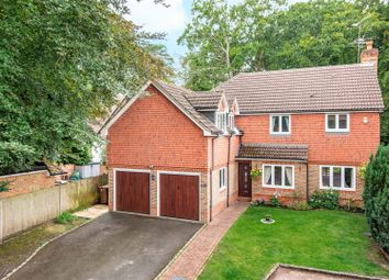 Kingsley Close, Crowthorne, Berkshire RG45. 5 bed detached house