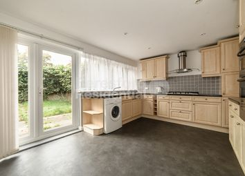 3 bed maisonette to rent in Mallams Mews, London SW9