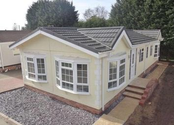 Thumbnail 2 bedroom mobile/park home for sale in Hillcrest Park (Ref 5118), Caddington, Luton, Bedfordshire