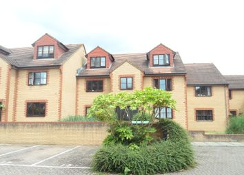 Thumbnail 1 bed flat to rent in Avenue Road, Staines