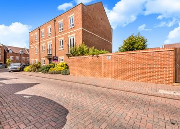 3 bed town house for sale in Denman Drive, Newbury RG14