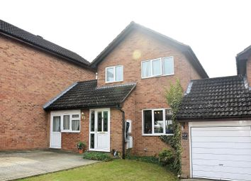 Thumbnail 4 bed link-detached house for sale in Wickham Close, Tadley, Hampshire