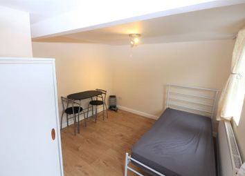 Thumbnail Room to rent in Hazeldene Gardens, Banbury