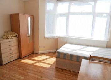 Thumbnail Room to rent in Council Tax, Bills & Wifi Included, The Approach / East Acton