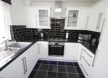 Thumbnail 1 bedroom flat for sale in Shearwood Crescent, Crayford, Dartford
