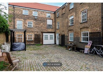 3 bed flat to rent in Comet Place, London SE8