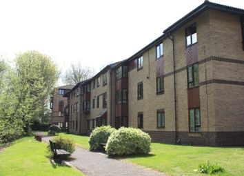 Thumbnail 1 bed flat to rent in St. Pauls Court, Reading, Berkshire