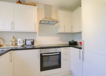 2 bed property for sale in Kingfisher Court, Ewell Road, Surbiton. KT6