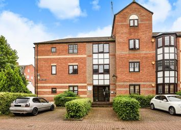 Thumbnail 2 bed flat for sale in Swan Place, Reading