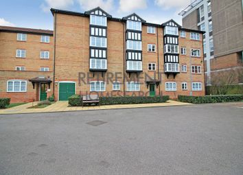 2 bed flat for sale in Regarth Avenue, Romford RM1