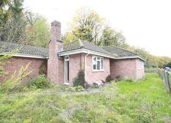 Thumbnail 3 bed bungalow to rent in Cliveden Rd, Taplow, Maidenhead