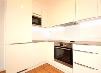 Thumbnail 1 bed flat to rent in Market Street, Maidenhead