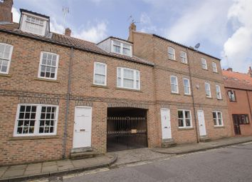 Thumbnail 2 bed town house to rent in Aldwark, York