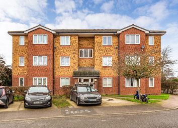2 bed flat to rent in Lewis Way, Dagenham RM10
