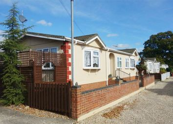 Thumbnail 3 bedroom mobile/park home for sale in Beech Hill Road, Spencers Wood, Reading, Berkshire