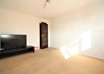 Thumbnail 2 bed flat to rent in Arthur Road, Horsham, West Sussex