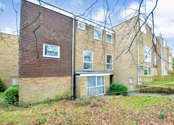 2 bed flat to rent in Hyde Heath Court, Crawley RH10
