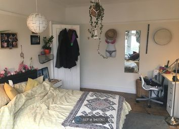 Thumbnail Room to rent in Queen's Avenue, London