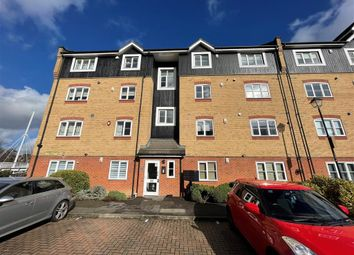 2 bed flat to rent in Longman Court, Stationers Place, Hemel Hempstead HP3