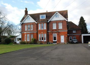 Thumbnail Flat for sale in The Avenue, Petersfield