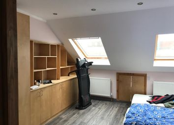 Thumbnail 3 bed flat to rent in Roslyn Road, London