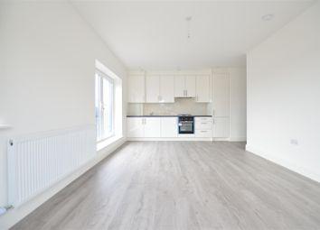 Thumbnail 2 bed flat to rent in Farnburn Avenue, Slough