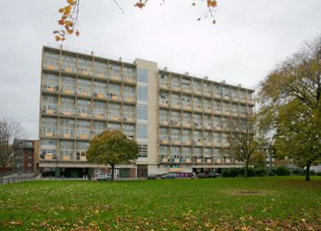 3 bed maisonette to rent in Globe Road, London E1